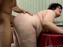 Fat mature whore goes crazy sucking part3