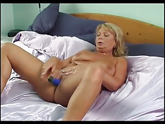 Blondie milf masturbation